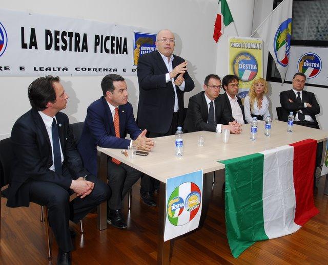 Storace nel comizio a San Benedetto (www.photobracetti.com)