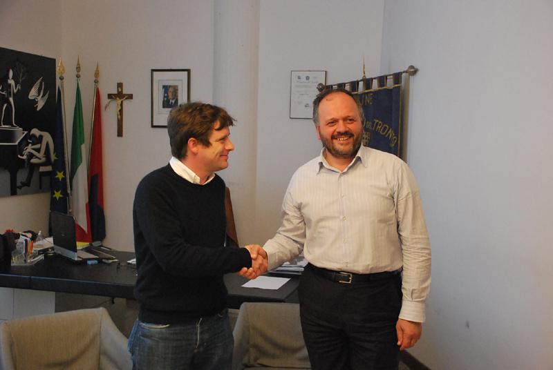 Pippo Civati con Giovanni Gaspari nel suo ufficio