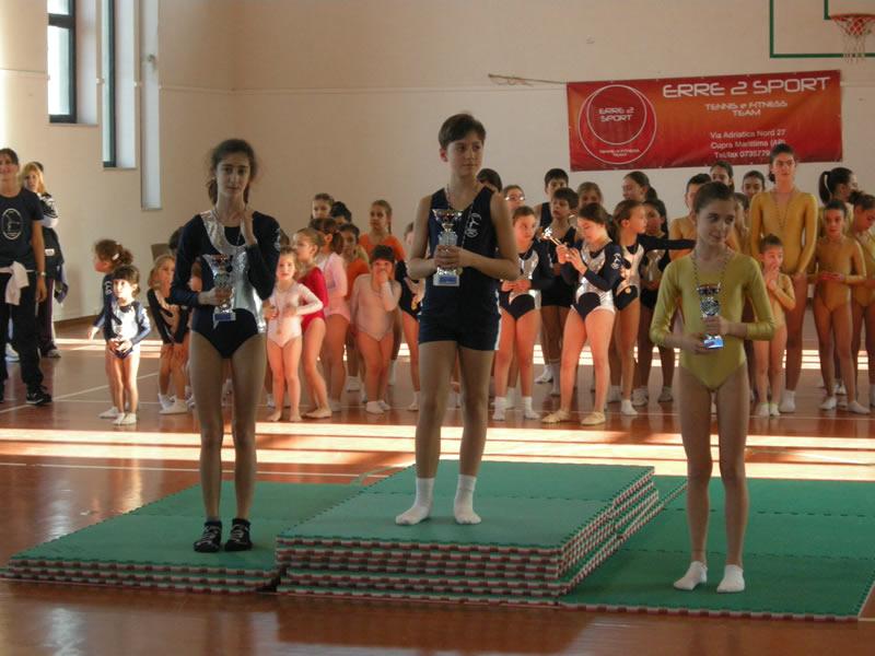 I primi tre atleti che si sono classificati al Torneo Ginnastica Artistica Cupra Marittima: Giacomo Bruni, Laura Caporossi e Anita Jasari