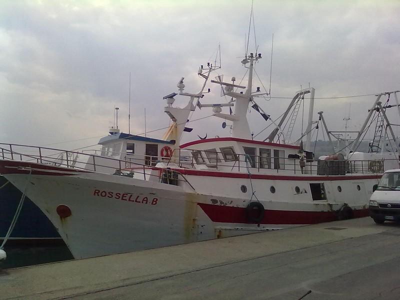 Il peschereccio Rossella B, la terza imbarcazione presente sul luogo dell'affondamento del Falco Pescatore