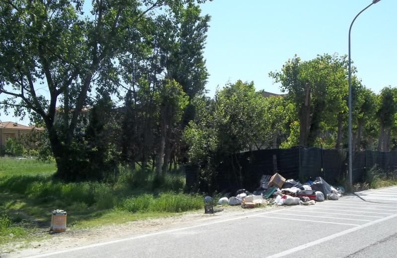 La discarica abusiva in Via Rodi (3)