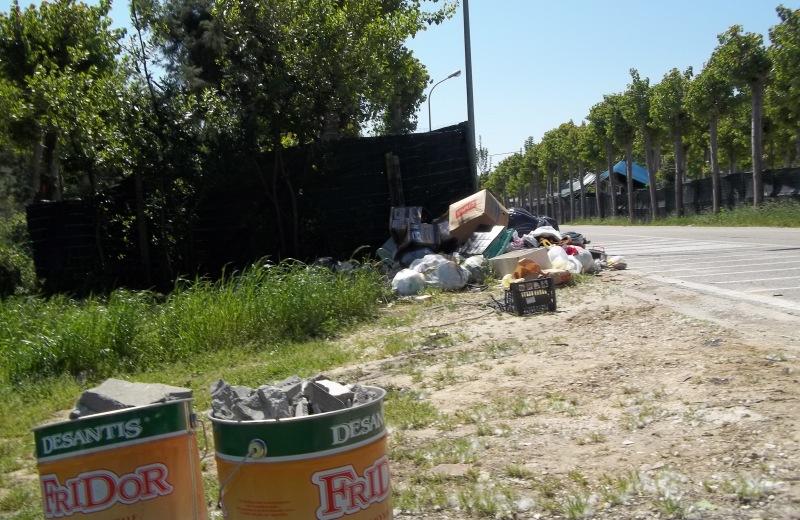 La discarica abusiva in Via Rodi