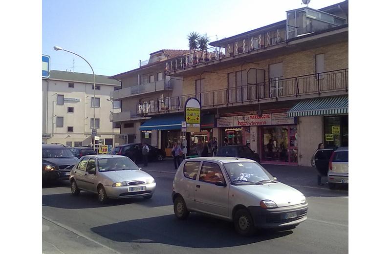 Via Piave, la vecchia fermata dei bus Roma-Marche