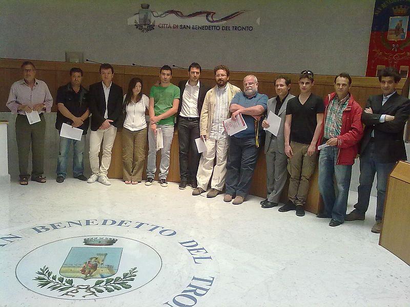 Daniele Primavera con i candidati della lista Federazione della Sinistra