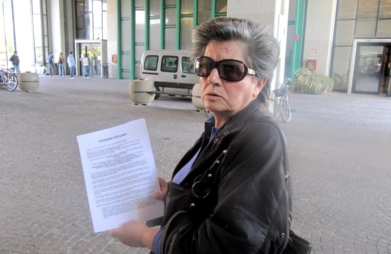 Anna Elisa Scartozzi presenta la petizione
