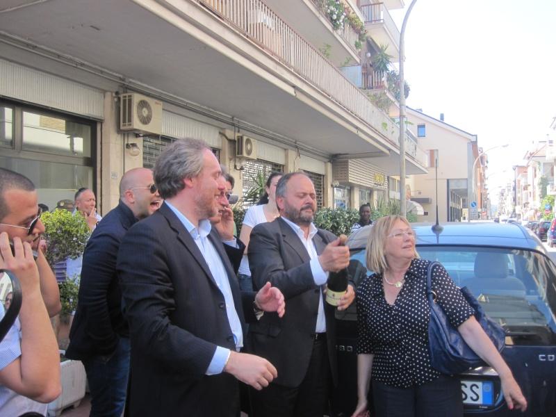 Antimo Di Francesco, Giovanni Gaspari e Giulietta Capriotti danno inizio ai festeggiamenti in strada