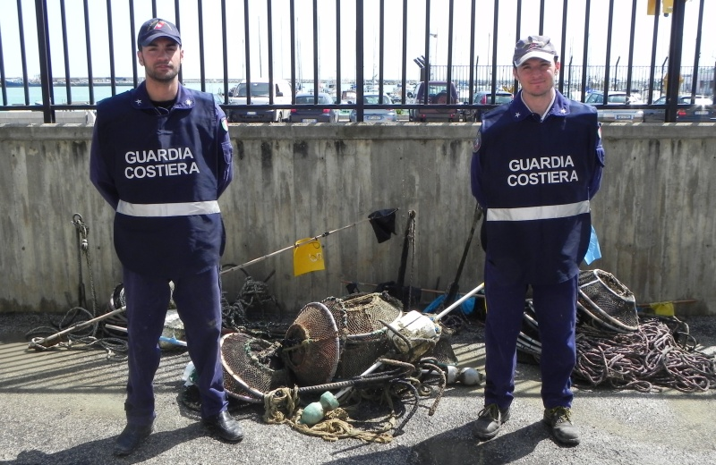 Attrezzi da posta sequestrati dalla Guardia Costiera