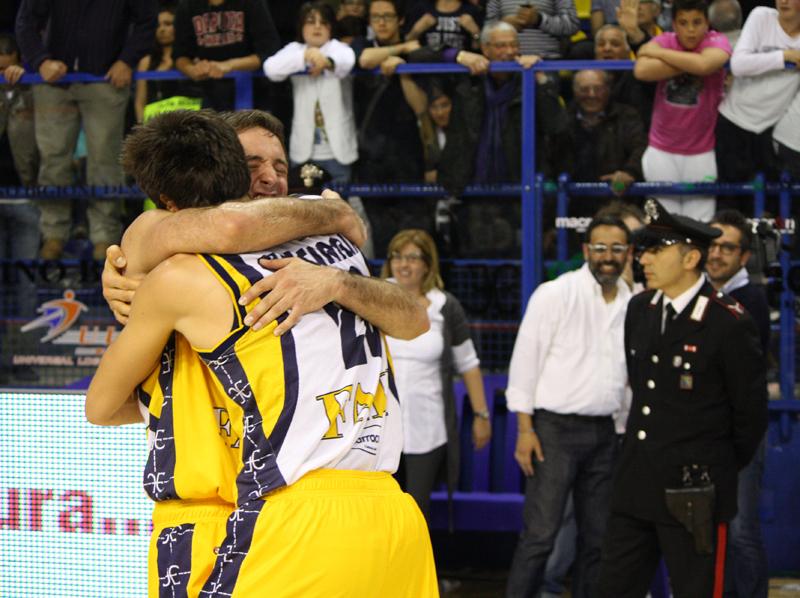 Cinciarini e Cavaliero si abbracciano dopo la vittoria