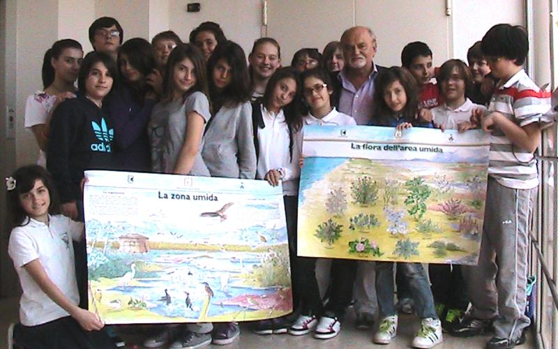 D'Angelo con gli studenti della Sacconi-Manzoni e alcuni poster sulla Sentina