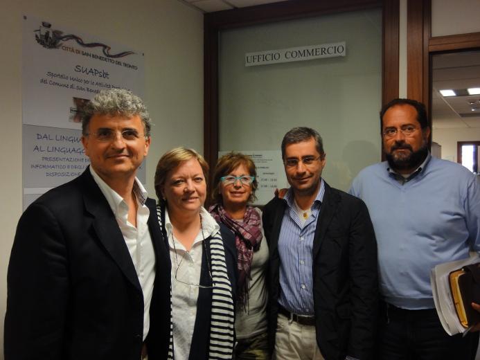 Da sinistra, Claudio Salvi con alcuni tecnici dell'ufficio Attività Produttive