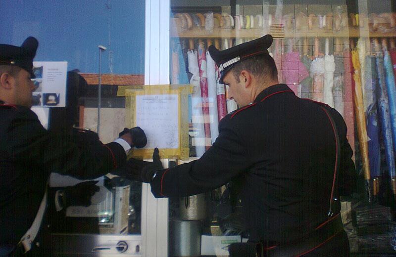 I sigilli del sequestro apposti dai Carabinieri