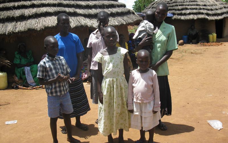 I sei piccoli orfani ad Atanga