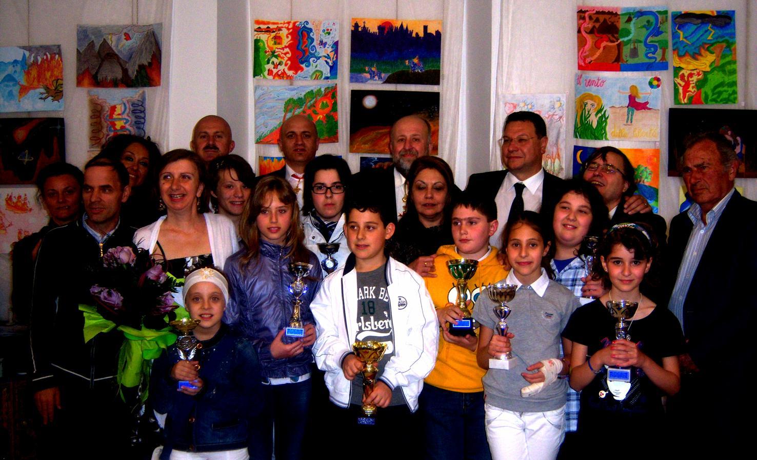 Bambino Creativo 2011, i vincitori delle principali categorie insieme agli organizzatori