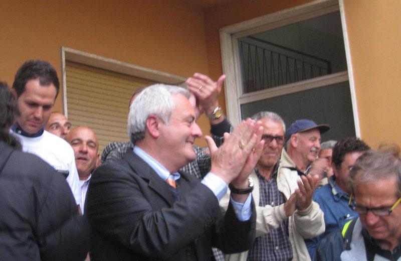 Pollastrelli festeggia la vittoria con i cittadini