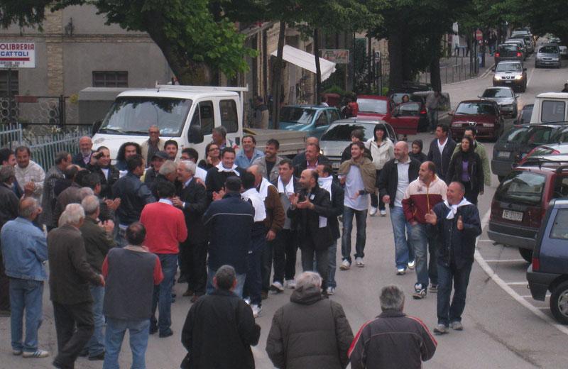 Pollastrelli e i consiglieri giungono in Municipio