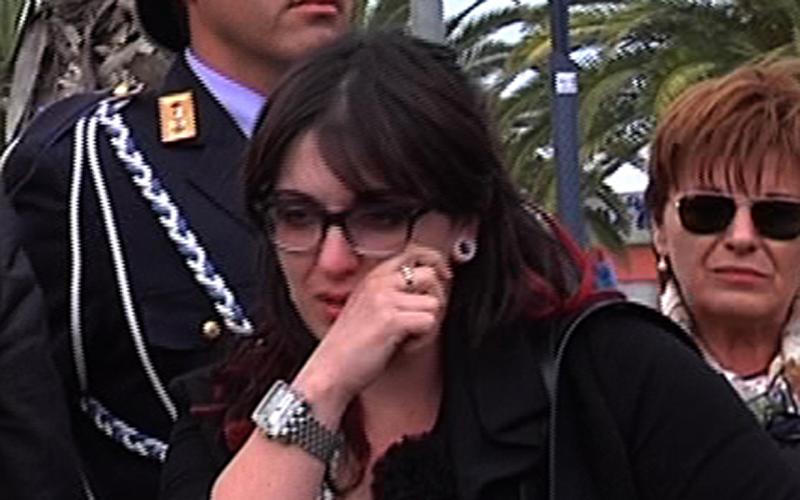 Le lacrime di Roberta Peci (dietro di lei la mamma Antonietta Girolami)