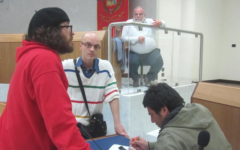Marcozzi e alcuni militanti di Rifondazione Comunista durante le elezioni 2011
