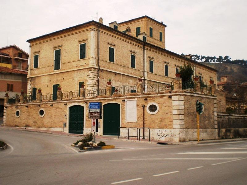 Palazzo Laureati Grottammare
