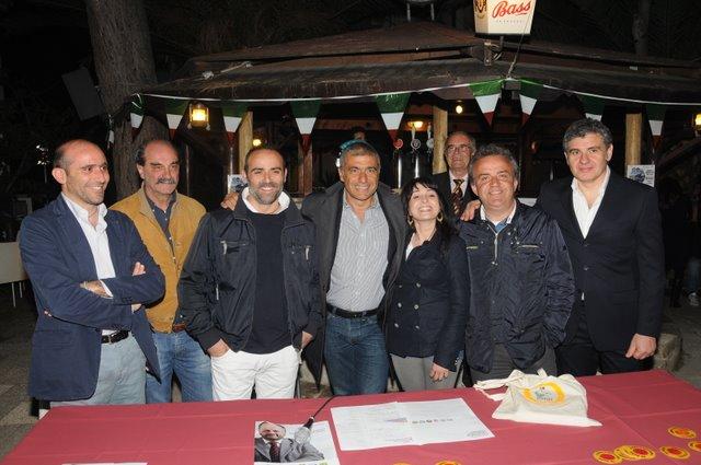 Pecoraro Scanio con alcuni Verdi sambenedettesi (photobraccett.com)