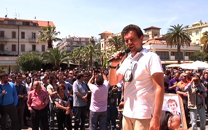 Riego Gambini, esibizione in canto dialettale l'11 maggio prima del comizio di Beppe Grillo