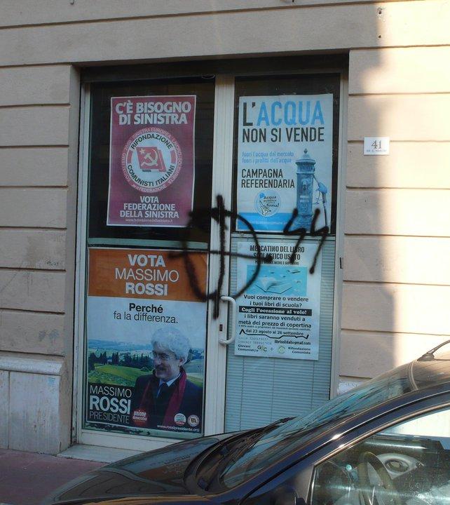 Segni neo-fascisti nella sede di Rifondazione Comunista a Grottammare