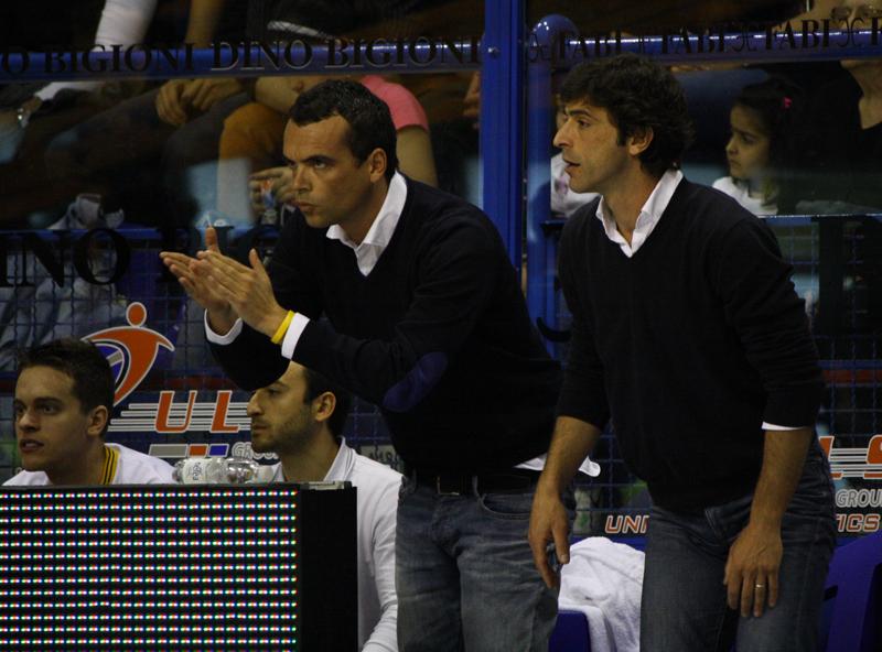 Il Gm Vacirca incoraggia la squadra dalla panchina