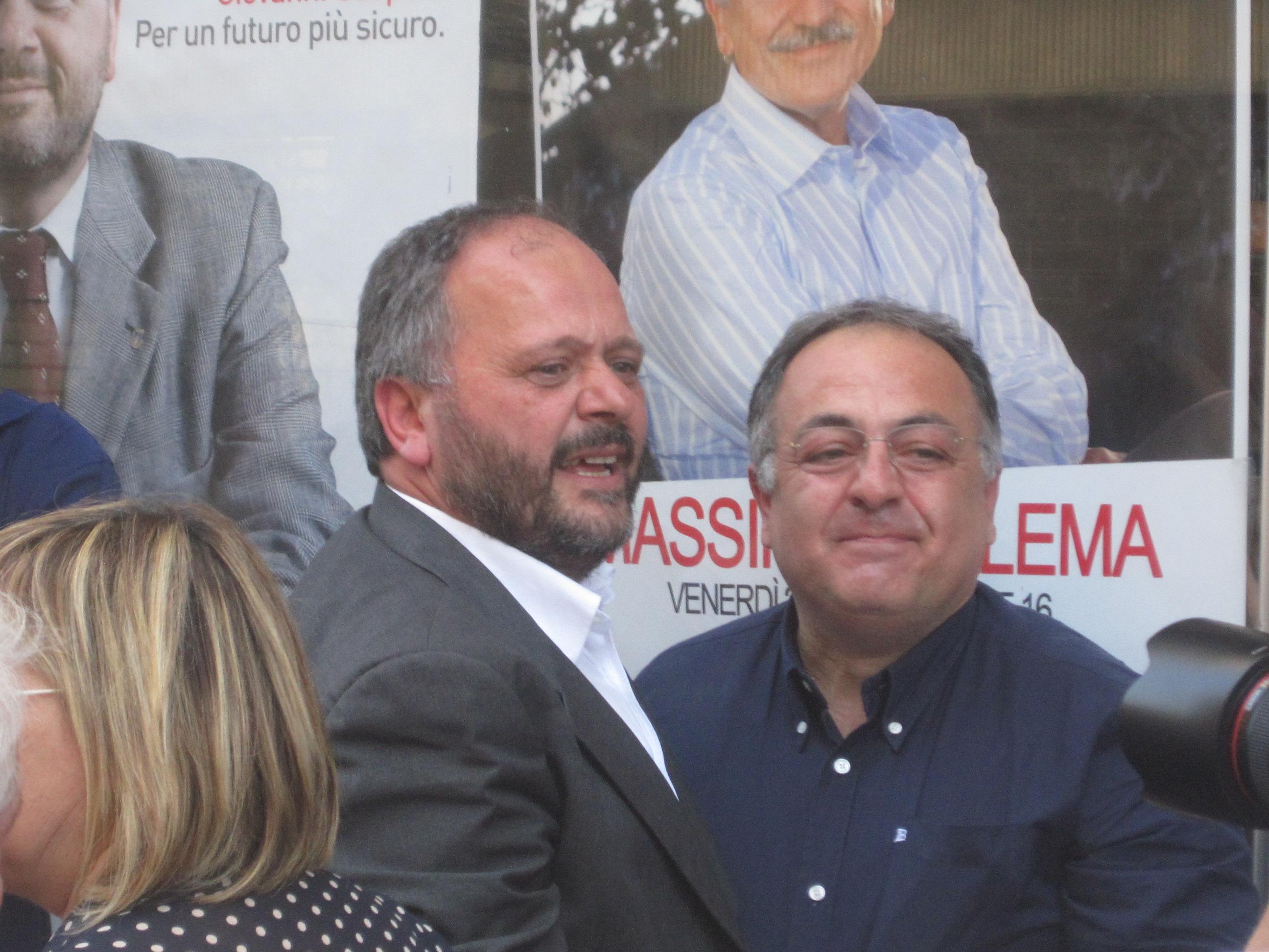 Un soddisfatto Gaspari con l'onorevole Luciano Agostini