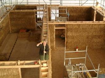Una casa in autocostruzione (www.edilia2000.it)
