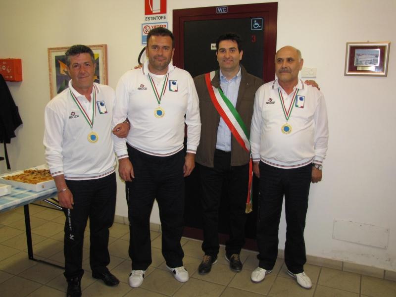 Gli atleti con il sindaco Stefano Stracci