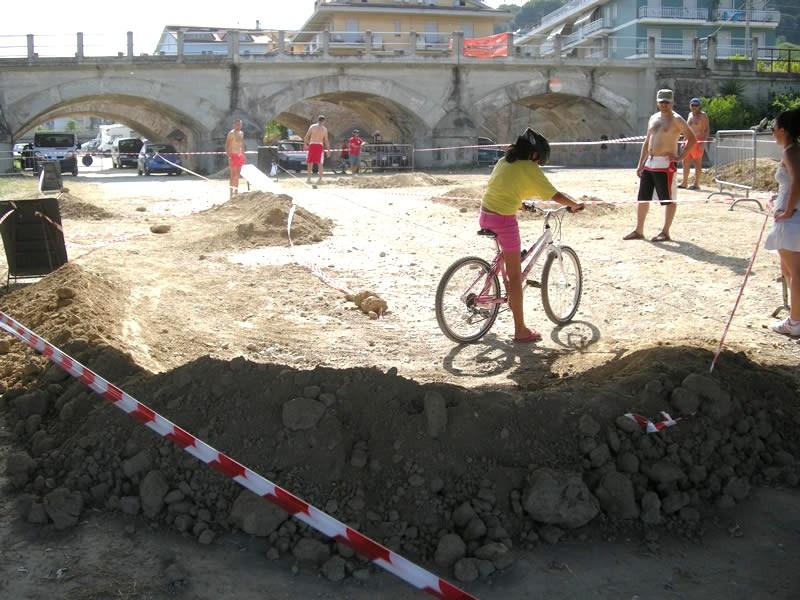 I bambini nel percorso delle mountain bike alla Festa dello Sport