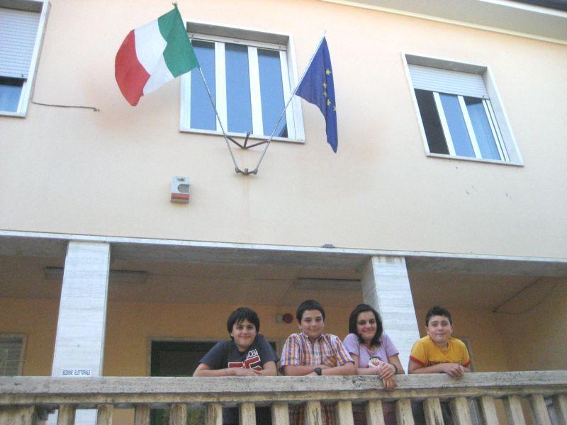 Alcuni studenti del corso di giornalismo della scuola Leopardi di Grottammare