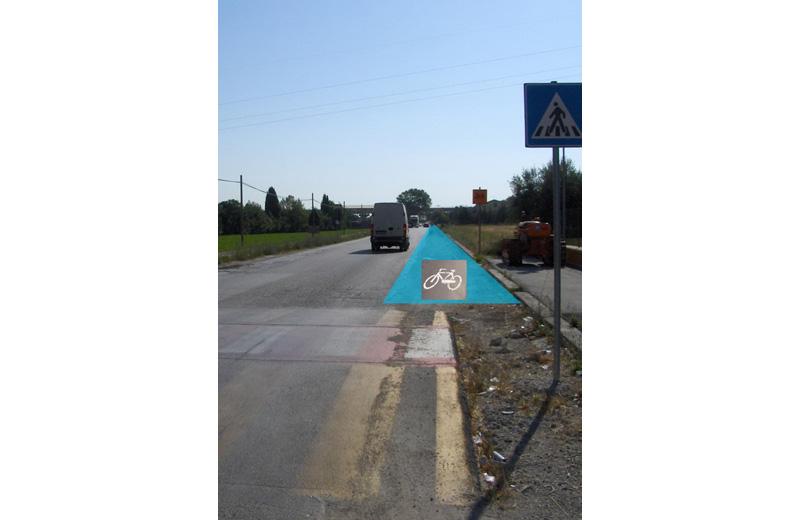 Il tratto di strada sulla Bonifica dove sarà realizzata la pista ciclopedonale