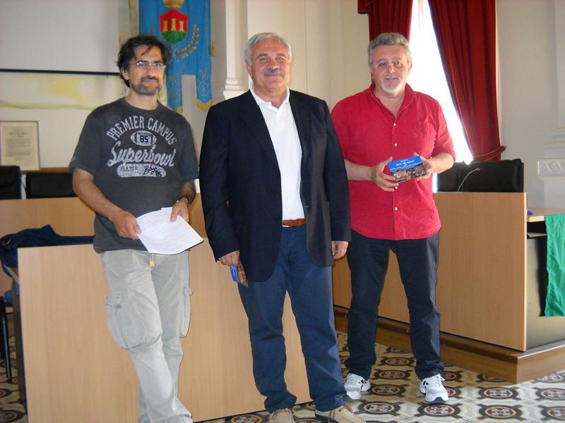 Il sindaco di Cupra Domenico D'Annibali fra gli assessori Luciano Bruni e Marco Malaigia