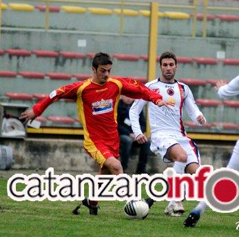 Davide Biondi in azione con la maglia del Catanzaro