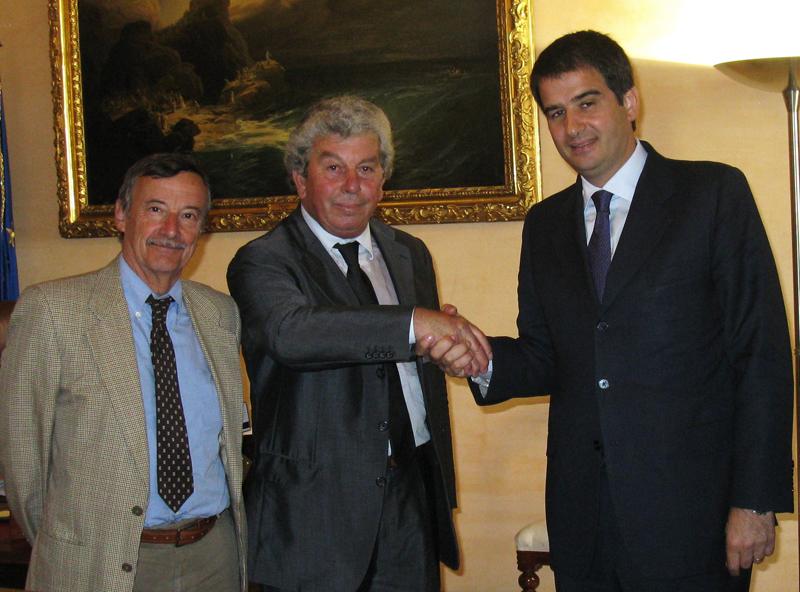 Giuseppe Ricci dell'Itb Italia con il ministro Fitto