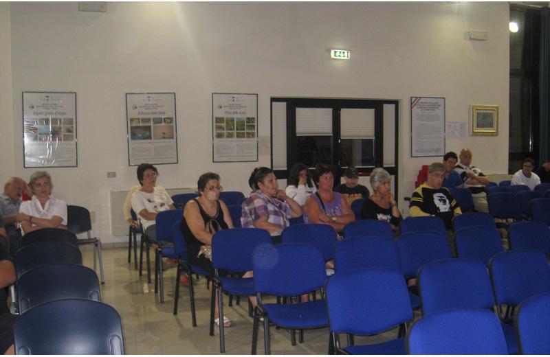 I ragazzi e i genitori dell'associazione Anffas assistono al Consiglio comunale