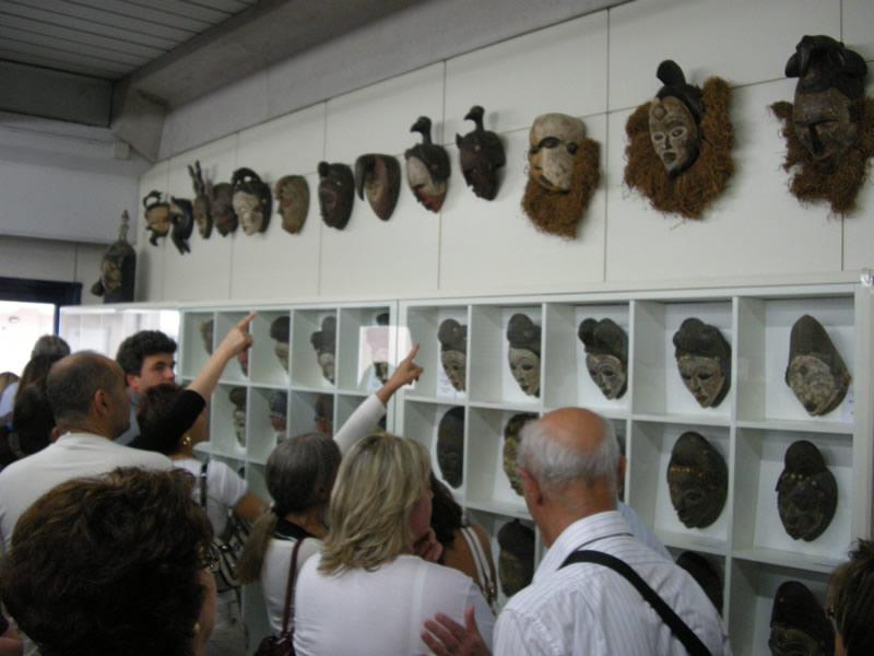La mostra delle maschere africane in esposizione alla Malacologia