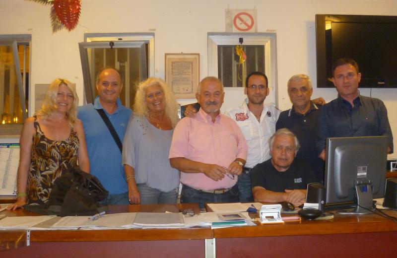 Il presidente della Pro Loco di Martinsicuro Franco Consorti con il vicepresidente Clementoni e i membri del direttivo