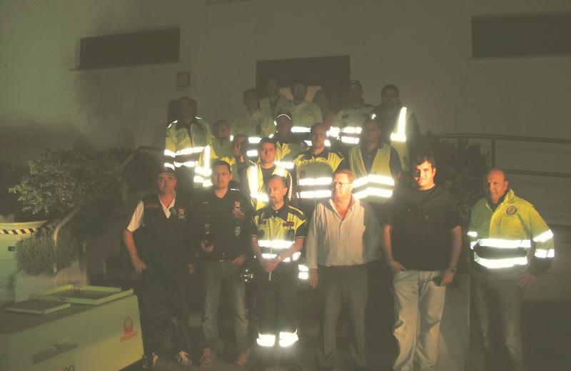 I volontari della Protezione Civile durante le esercitazioni nella ditta Salpi