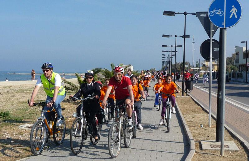 ciclisti (foto www.abruzzoinbici.it)