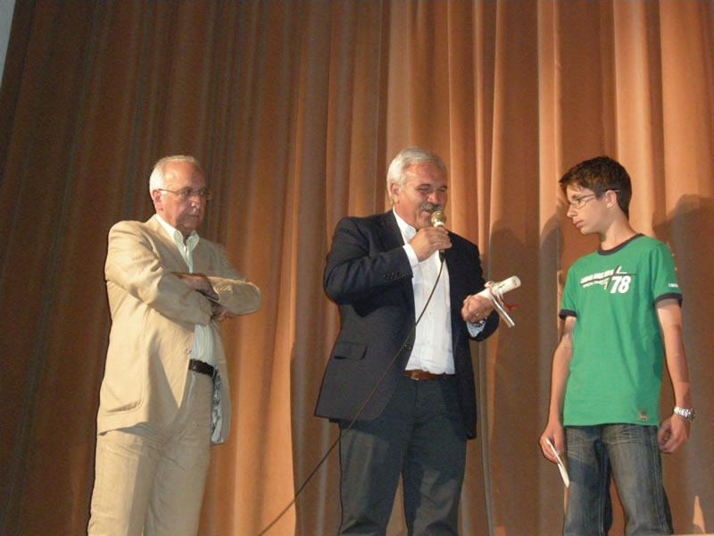 Davide Filipponi ha vinto la borsa di studio indetta dall'amministrazione Comunale
