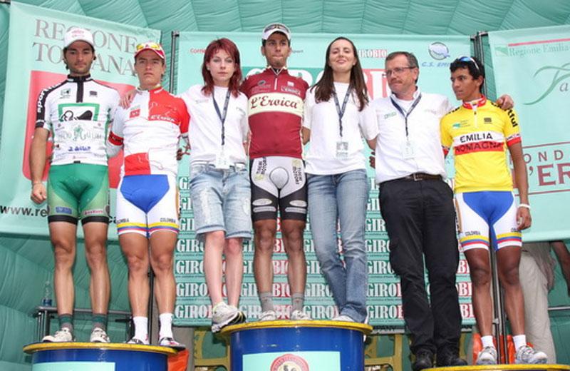 Il vincitore del GiroBio 2010 Carlos Betancour (al centro)