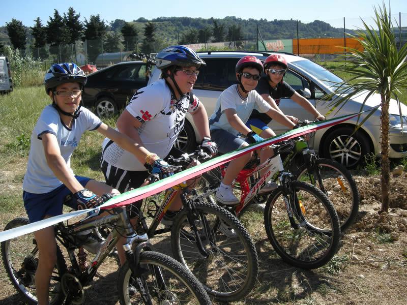 Giovanissimi sportivi pronti per l'inaugurazione del Mini Bike Park di Cupra Marittima