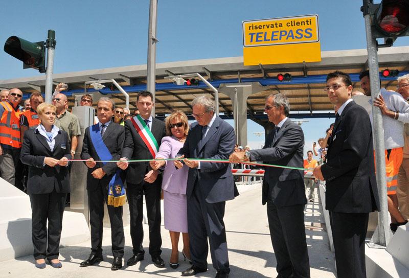 Terza corsia A14, inaugurato lo svincolo di Porto Sant'Elpidio con il governatore Spacca