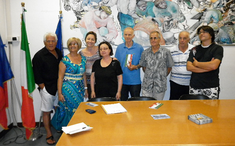 Gli organizzatori dell'evento insieme ad alcuni rappresentanti delle associazioni cittadine coinvolte