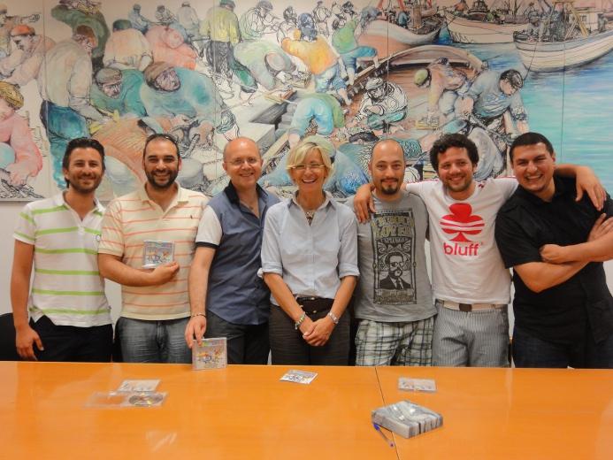 Al centro Margherita Sorge con Elio Giobbi e la band I Pupazzi