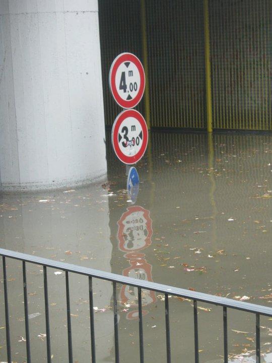 Due metri e mezzo d'acqua nel sottopasso di zona Ascolani, 5 lugli(foto Fb Andrea Ranieri)o 2011
