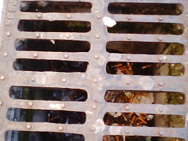 Lo stato dei tombini del centro di San Benedetto prima della pioggia del 5 luglio 2011