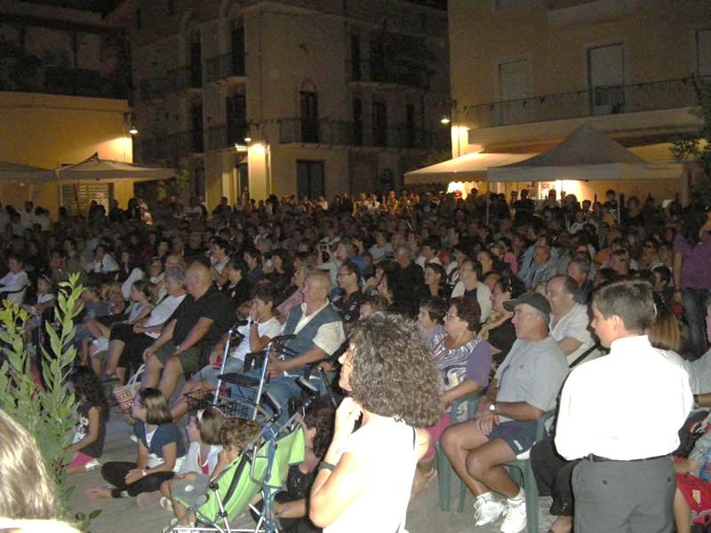 La corrida 2011, il pubblico in piazza Possenti
