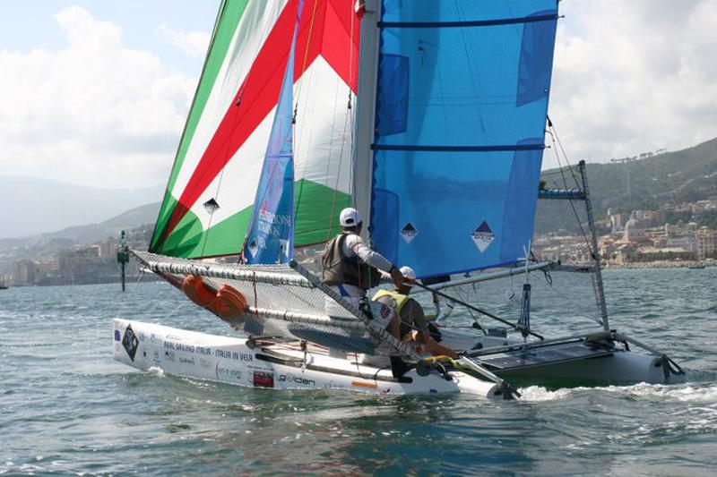 Oscar e Pavol a bordo del loro catamarano